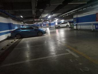 西城红场停车场