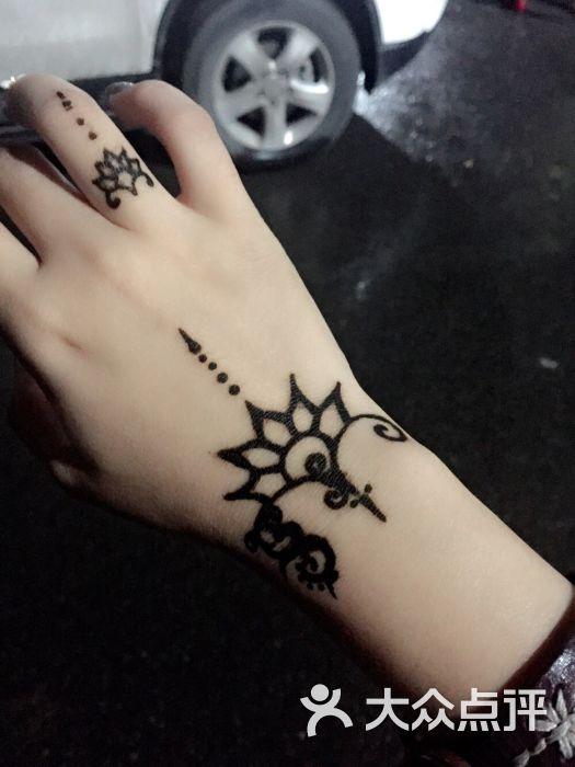 赋美·印度海娜手绘纹身(钟楼骡马市店)梵景·印度海娜手绘纹身工作室