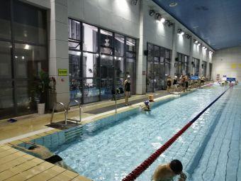 江西省奥林匹克体育中心游泳跳水停车场