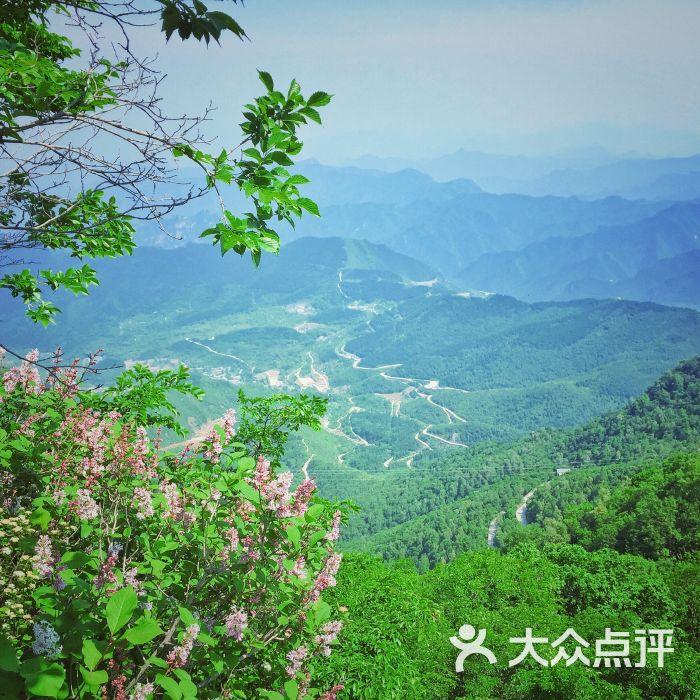 百花山自然风景区停车场
