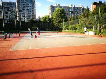 星海人家小区网球场
