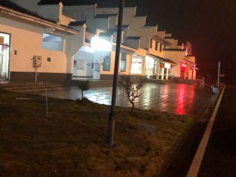 大围山服务区-停车场