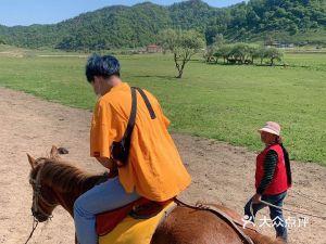 关山草原跑马场