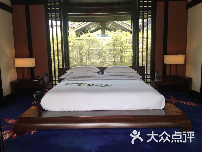丽江悦榕庄:雪山下,风景美,没有别家遮挡。.丽江