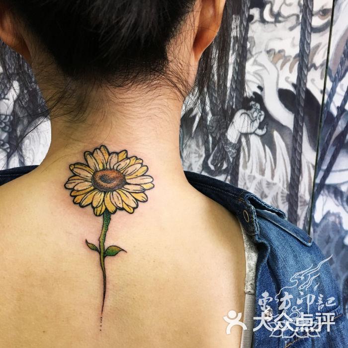颈后向日葵纹身——北京最好的纹身店