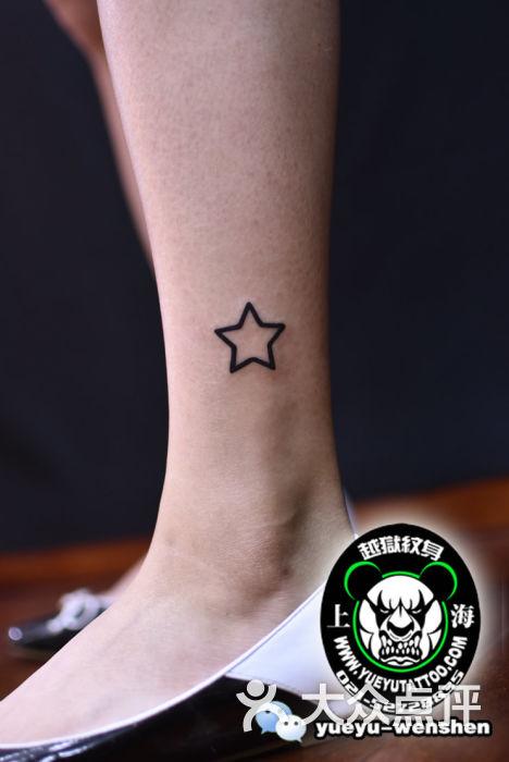 腿部镂空五角星纹身