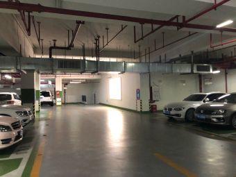 万科广场停车场