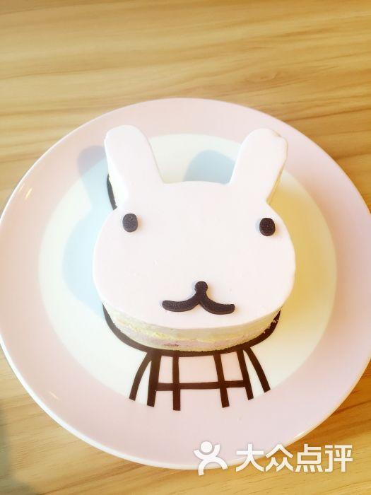 点了最热门的小兔子蛋糕,超级可爱,任何女生都挡不住这个萌哒哒的店