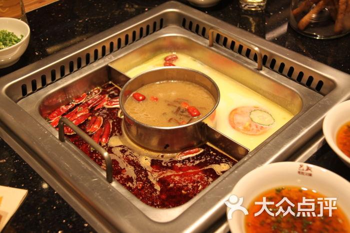 巴奴毛肚火锅(中原万达店)骨,菌,红油三拼锅图片 - 第1张