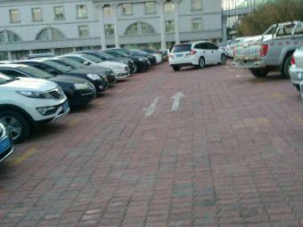 威海市立医院停车场