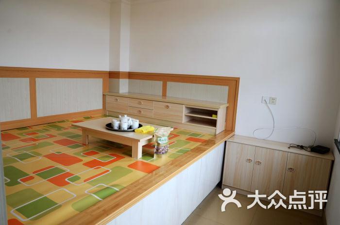 背景墙 房间 家居 设计 卧室 卧室装修 现代 装修 700_464