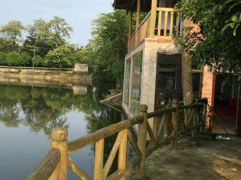 湖边木房子农家乐