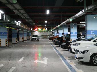 中街·盛京龙城停车场