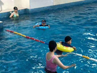 麦莎特室内游泳培训泳池