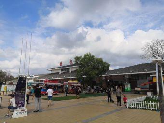 甘泉服务区停车场