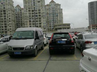 停车场(金鹰百合花园西北)