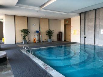 哈尔滨松北万达皇冠假日酒店游泳池