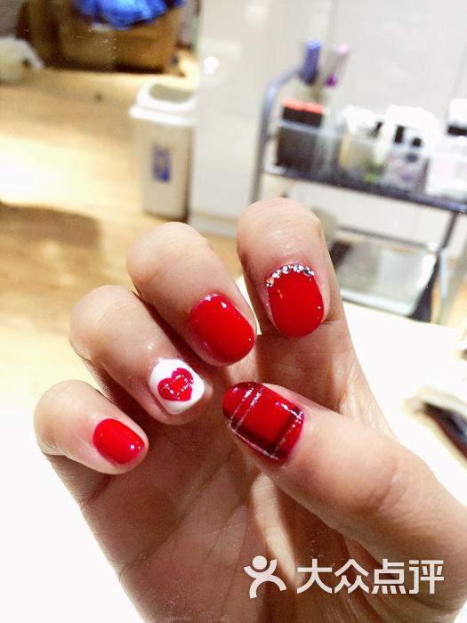 试了4种红色,最后选的正红…怕太单调,珂珂还给我加了可爱的红色桃心