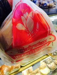 胃不好的人能吃面包_小女孩不舍得吃面包无水印_胃不好可以吃面包