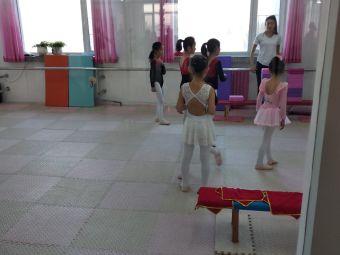春燕舞蹈学校