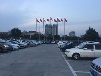 農墾津奧廣場停車場