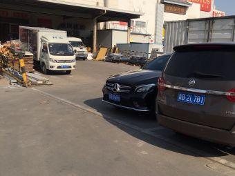 卜蜂莲花辽阳西路店停车场