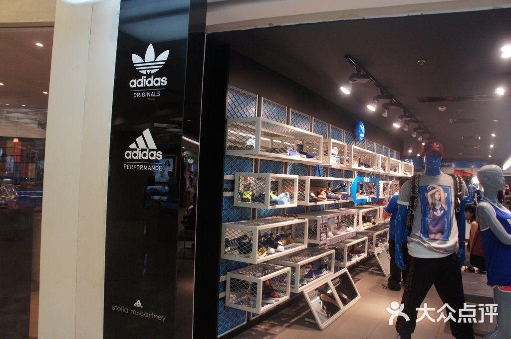 Adidas 环境 门面图片