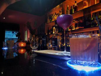 Rex's bar 山丘