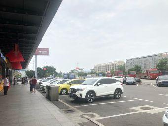 东升服务区-停车场