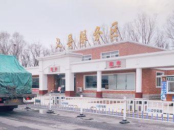 义县服务区停车场