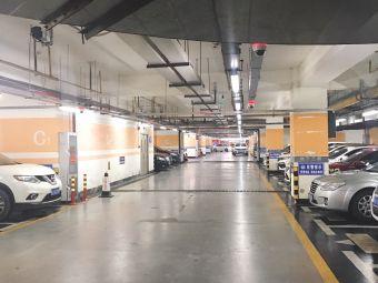 中心嘉园5栋停车场