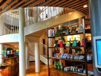 悦读观山湖咖啡书屋