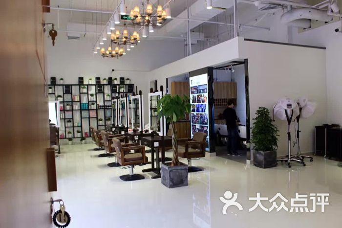 tmix潮牌造型(新纪元店)图片 - 第1张