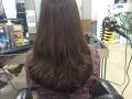 头发还有卷,所以理发师不建议我再烫卷,给我建议染个色,一直都梨木色