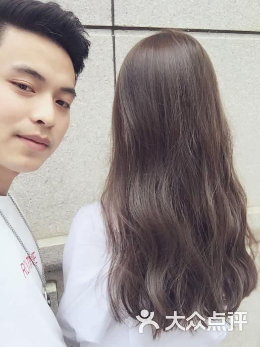 发型师帅帅哒,搞得头发美美哒,而且好细心,好评好评,经常来剪.图片