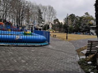 东台人民公园停车场