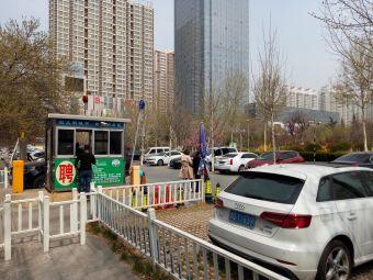 临沂人民广场-停车场