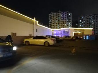三亚乐天城三楼停车场
