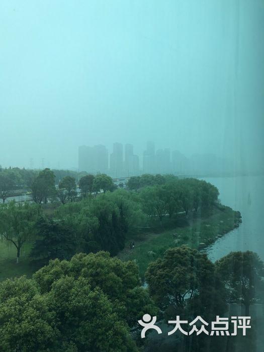 苏州中茵皇冠假日酒店窗外风景图片 - 第1张