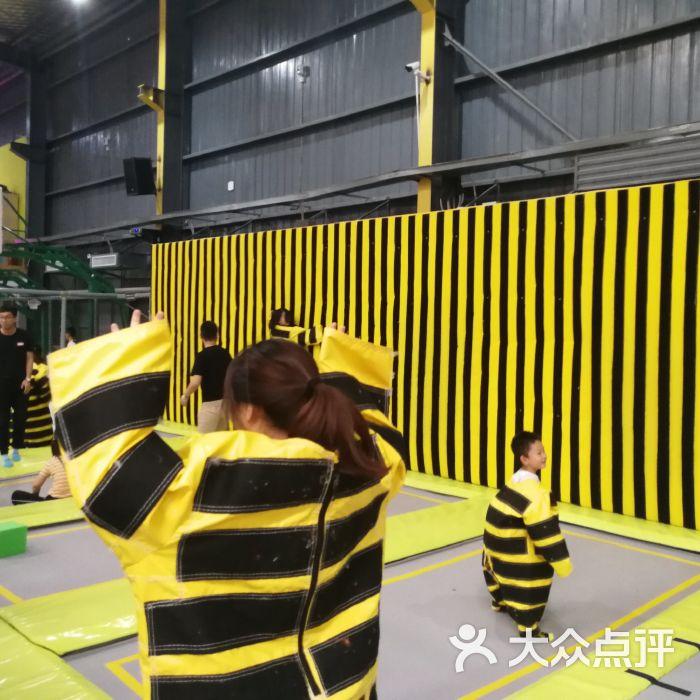 跃趣运动蹦床工厂图片