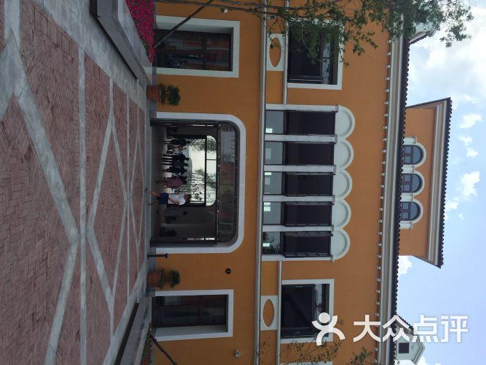 枫叶小镇奥特莱斯高清图片