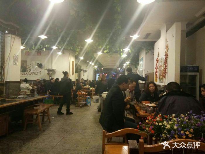春节期间四公里附近的街区源香水、猪圈火锅附近东海三水美食有火锅云什么图片