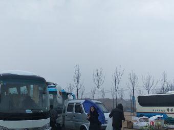 花斑彩石旅游区停车场