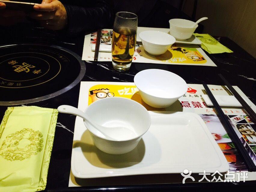 红精品火锅料理图片