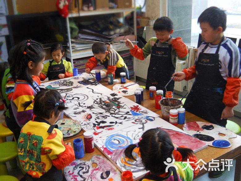 望京 幼儿才艺 少儿美术 美术玩家儿童美术  课程类型: 绘画 适合年龄图片