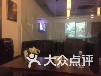 东驰奔驰汽车4S店(昭化路店)