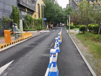 武汉创立方产业园停车场