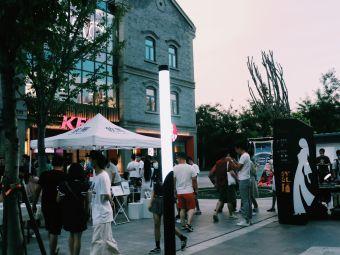红尚坊美食休闲街停车场