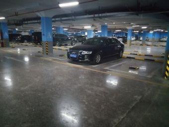 富中国际停车场