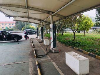 香河服务区充电桩